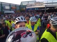 BNS - Die Menge wartet auf den Start